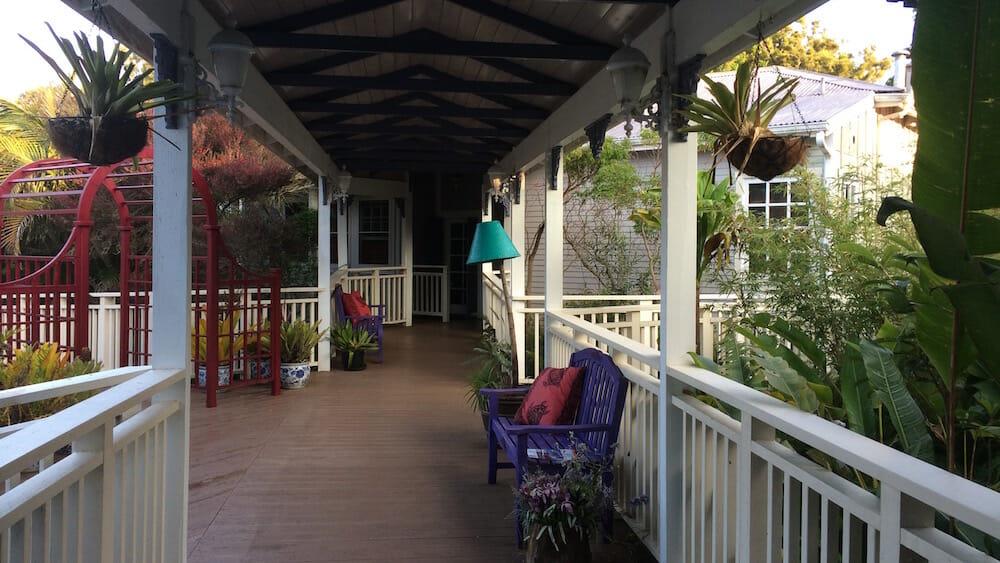 Jacaranda Inn - walkway to rooms - 2016-06-17