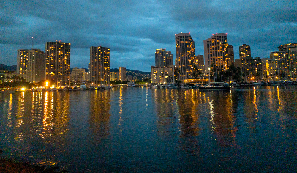 Waikīkī at night
