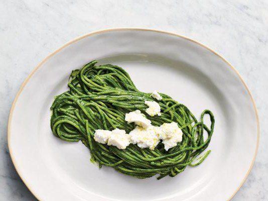super green spaghetti from https://www.jamieoliver.com/recipes/pasta-recipes/super-green-spaghetti/